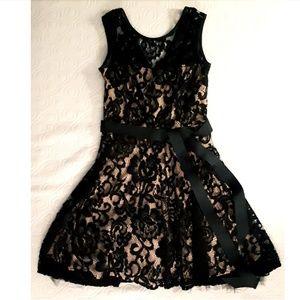 Dresses & Skirts - Party dress. Size 4.